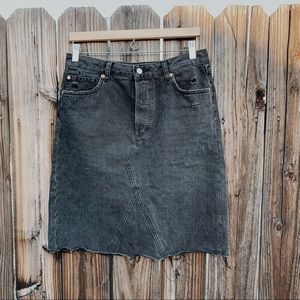 Black raw hem skirt !!!!